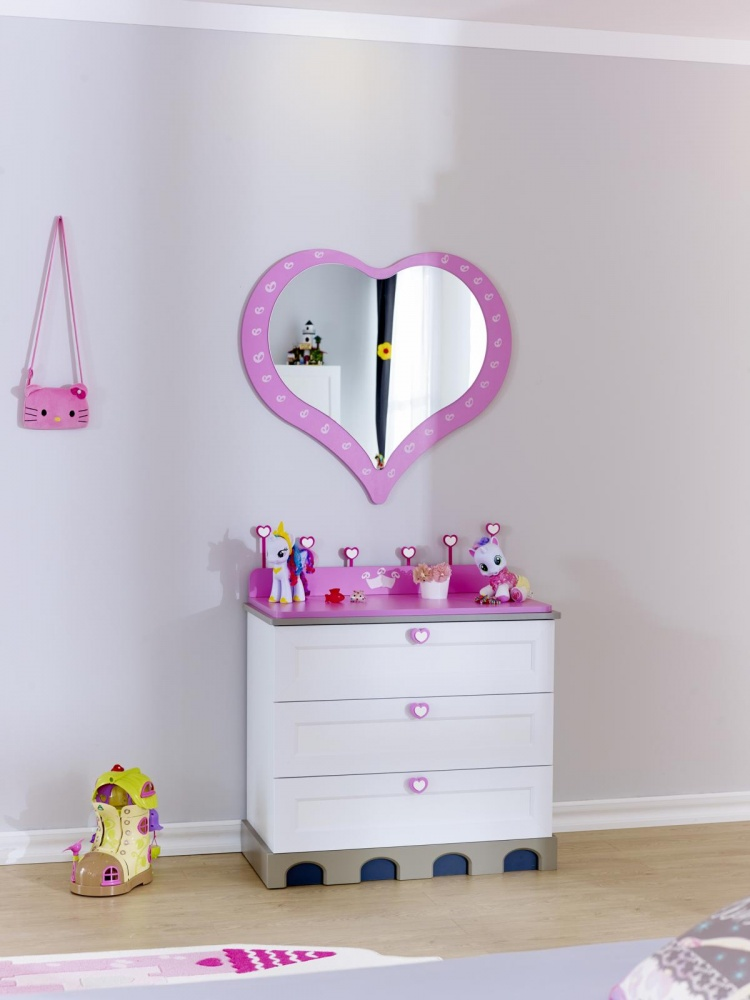 Almila Spiegel Prinzessin Arce  in Pink