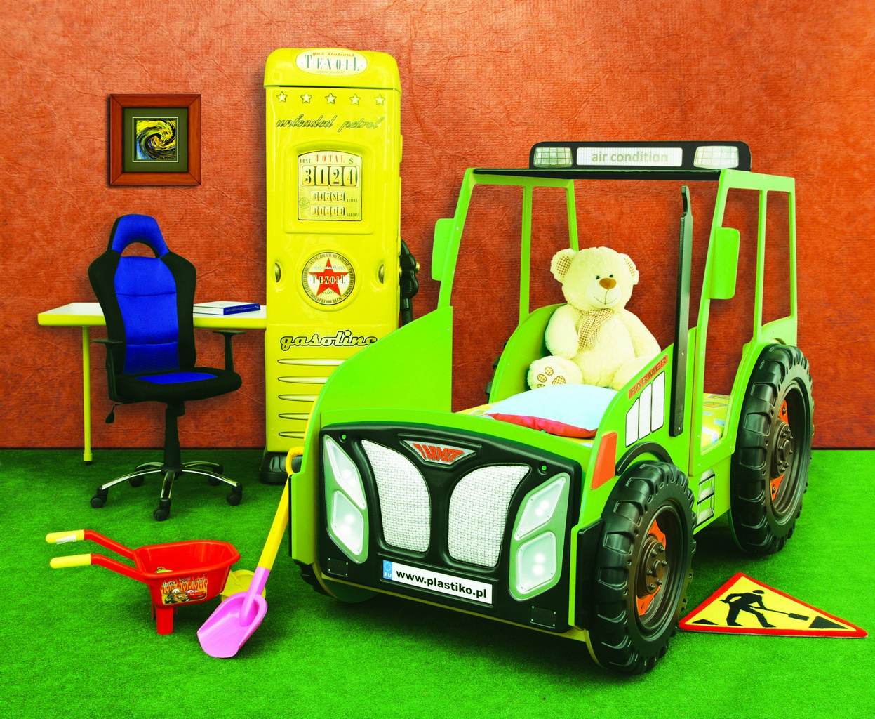 Traktorbett, Kinderbett, Bett inklusive Matratze und Rost in Grün